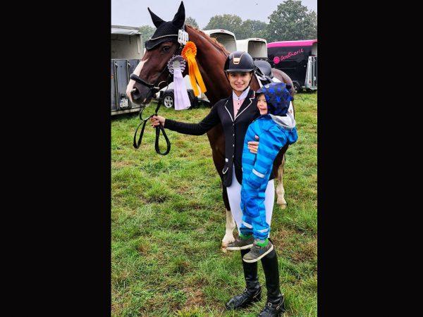 Foto: Lea Huppertz mit Diva mit Siegerschlefe
