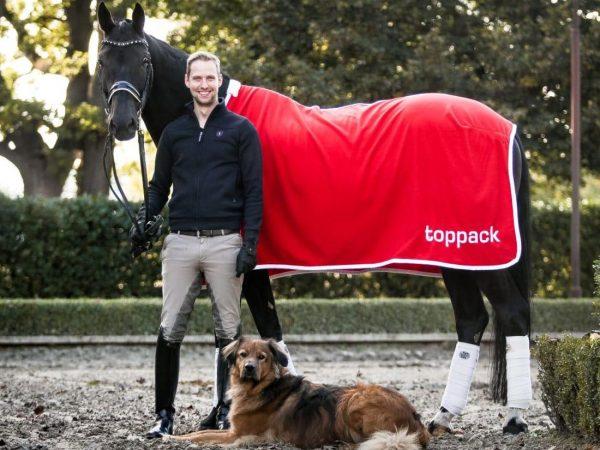 Foto: Tobias Nabben mit Hund Lio und Dressurpferd Black Jack